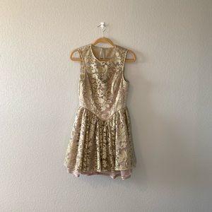 Dresses & Skirts - Stunning gold dress